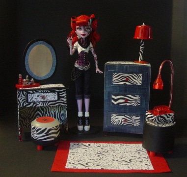 Monster High Operetta's Furniture