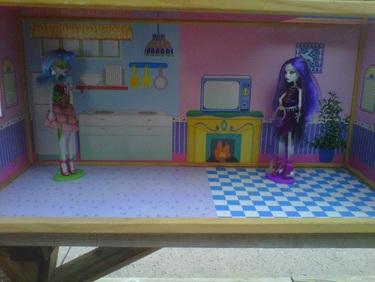 Monster High Dolls Goulia and Spectra